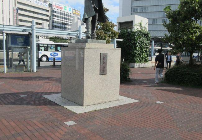 岡山駅東口にある銅像