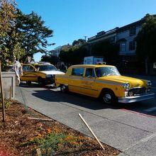 黄色いタクシーがトレードマーク