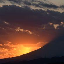 9月と4月の2回、ダイヤモンド富士が見えます。