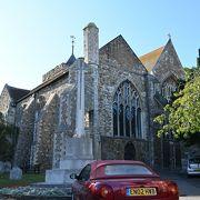教会自体はどこにでもある建物。時計が良かった。