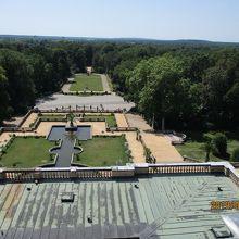 屋上テラスから見える庭園