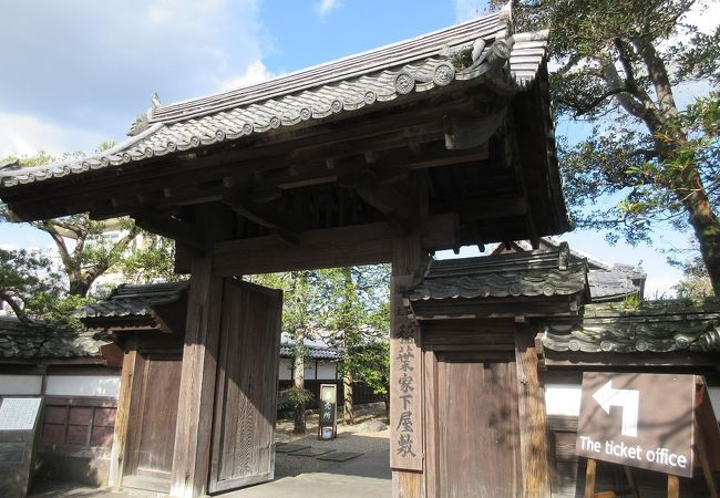 畳が敷かれた和風の部屋が幾部屋もあり、手入れの行き届いた庭も含めて見ごたえがありました。