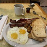 ここで朝食
