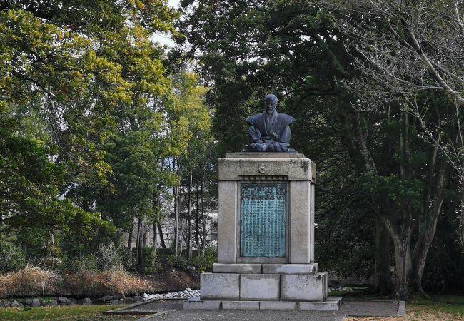 山鹿素行の銅像