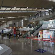 広くて近代的な空港です。