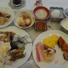 ブッフェ式の朝食