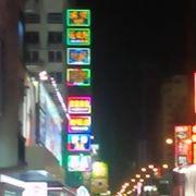 夜の街を駆け抜ける