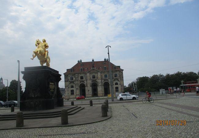 アウグスト強王の騎馬像がたつ広場
