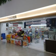 セブンイレブン (福岡空港店)
