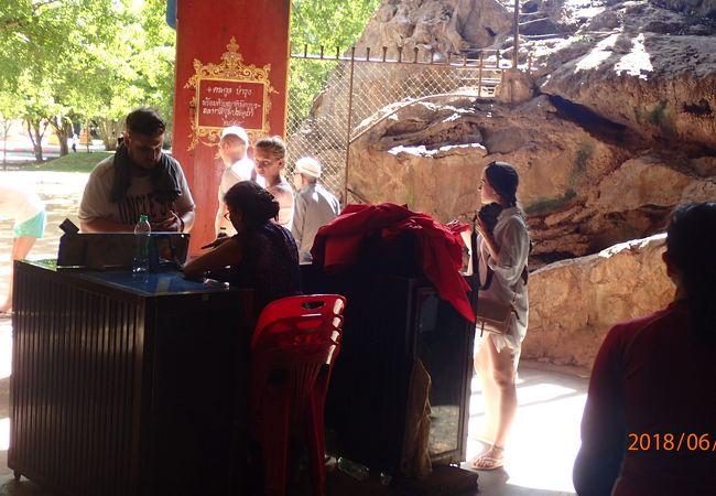 スワンクハ洞窟寺院 (モンキィーケーブ)