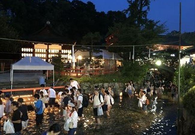 真夏の京の風物詩で、下鴨神社で行われたみたらしまつりに参加しました、水がひんやり冷たかったです。