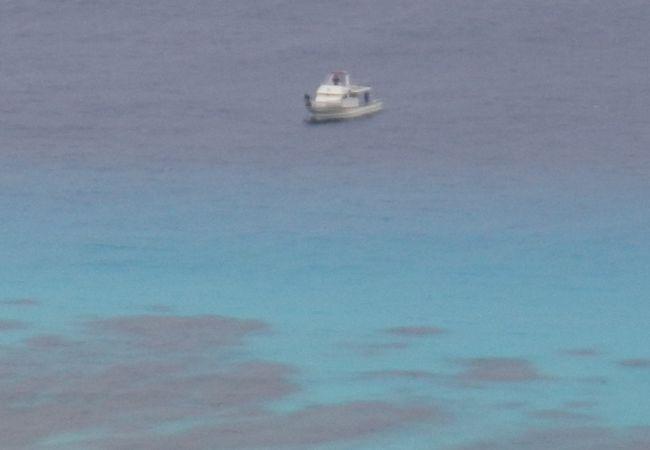渡嘉敷島の西側にある展望台で、阿波連ビーチなどを一望できる絶景ポイントです。