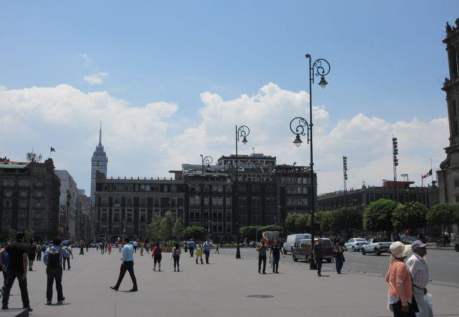 メキシコ シティ歴史地区とソチミルコ
