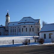 草原(ヴィース)の中の美しい教会