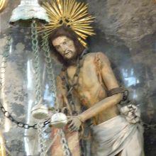 涙を流したと言われるキリスト像
