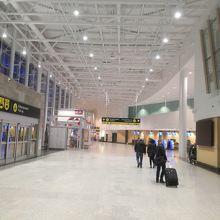 ケベック ジャン ルサージ国際空港 (YQB)