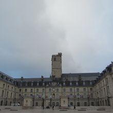 旧ブルゴーニュ公宮殿/フィリップ善良公の塔