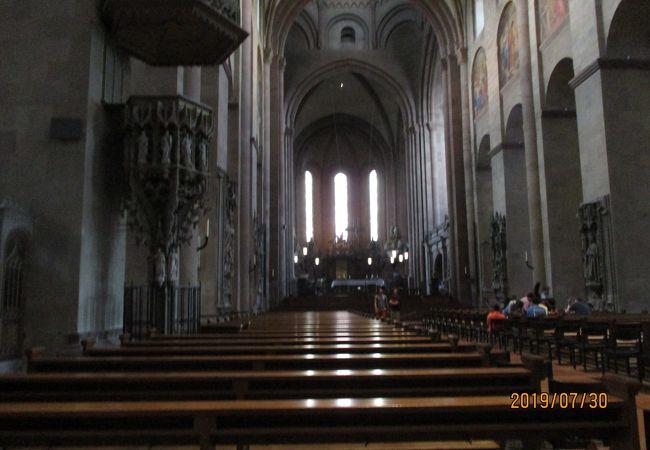 巨大な大聖堂