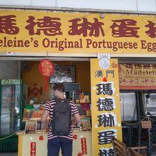 小さいお店ですが、カトン地区在住の西洋人にも人気。