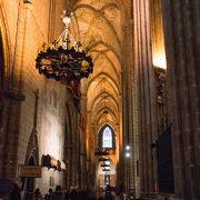 カトリックらしいゴシックの歴史ある教会
