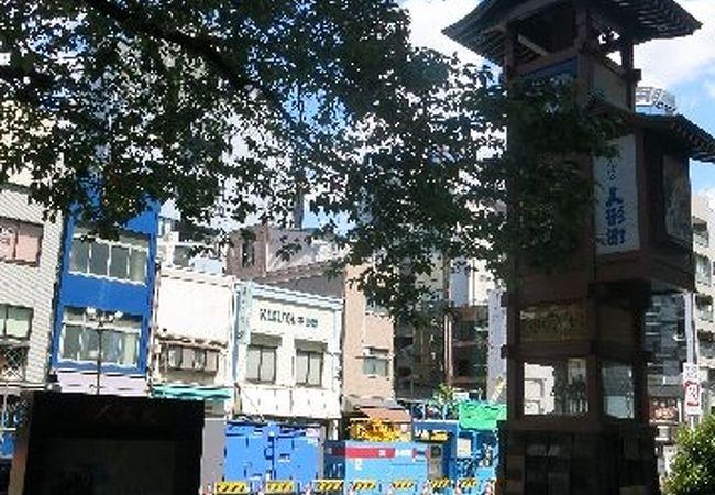 通りを彩る展示物
