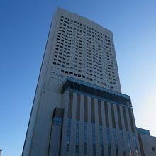 金山のランドマークとなる高層ホテルです