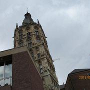 塔のある市庁舎