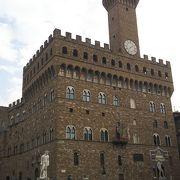 ヴェッキオ宮殿があるしランツィの回廊もある