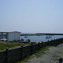 小さな漁港です