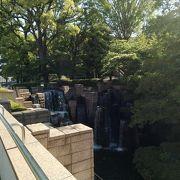 滝が迫力ある公園