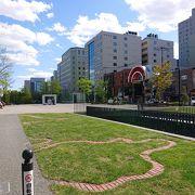 創成川沿いのきれいな公園