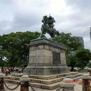 皇居前広場に有りました。