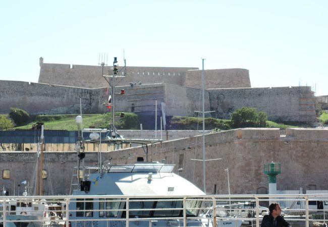 旧港の入り口に建てられた要塞