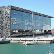 地中海に面したロケーションと美しいデザイン