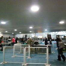 帰国時は出国手続きは無く、保安検査のみ。