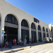 マルタ国際空港 (MLA)