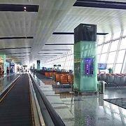 コンパクトで清潔な空港