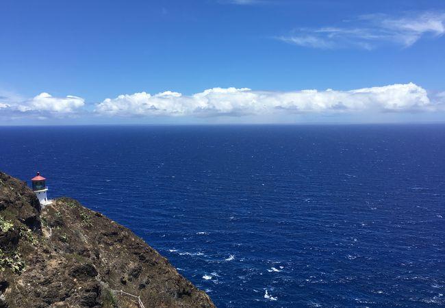 ゆるやかなハイキングと広がる絶景マカプウ岬
