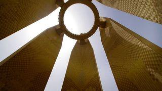 アスワンハイダムとナセル湖を一望できるロータスタワー