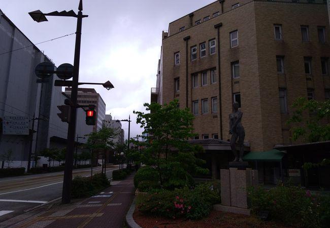 富山県庁同様戦前に建てられた石造りの重厚な建物