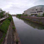 運河など水の豊かな大きな公園