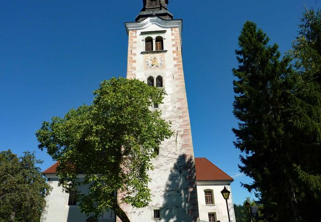 ブレッド島にある中世建造の聖マリア教会
