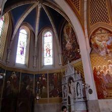 教会の内部はスッキリデザイン
