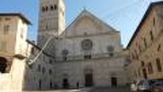 サン ルフィーノ大聖堂 (カテドラーレ)