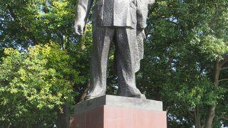 陳毅の銅像