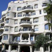 ガウディが手がけた世界遺産登録の集合住宅
