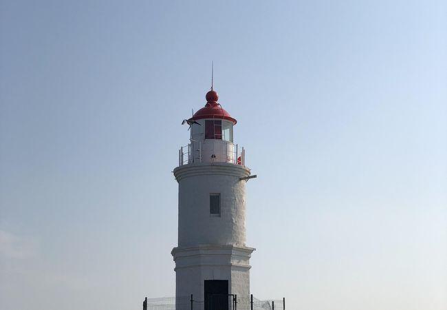 海に浮かぶ灯台。干潮時にしか近づけません。