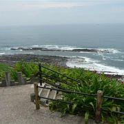 日向灘と波状岩の景色