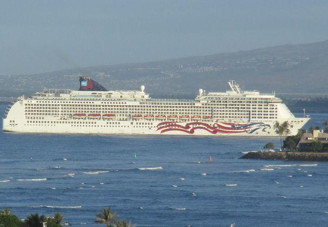 ハワイ4島クルーズを1週間で行く専用のクルーズ船です。