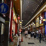 阪急十三駅の両側に広がる商店街